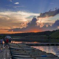 На лодочной станции :: Дмитрий Костоусов