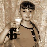 Я поднимаю свой бокал чтоб выпить за здоровье деда ! :: Анатолий. Chesnavik.