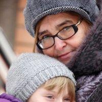 Бабушка и внучка :: Алексей Корнеев