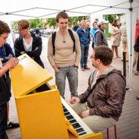 Жёлтое пианино :: Юрий Тихонов