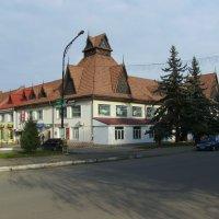 Торговое  здание  в  Богородчанах :: Андрей  Васильевич Коляскин