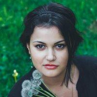 Фотосессия с одуванчиками :: Анна Цыганкова