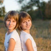 Даша и Наташа :: Дина Горбачева