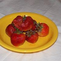 Лето. Сочная ягода. :: Kate Nowak