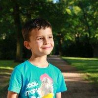 С мороженым в городском парке :: Наталья
