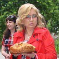 Домой снести иль съесть  тихонько за углом??!!! :: Tatiana Markova