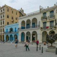 """Пласа Виеха (Гавана, Куба). Вариант 2 (осветлил и убрал """"лишние ноги"""" у скульптуры петуха) :: Юрий Поляков"""