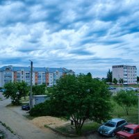 Летний вечер, двор пустой... :: Анатолий Клепешнёв