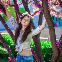 девушка в розовых цветах :: Марина Алексеева