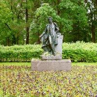 Памятник А.С.Пушкину при въезде в город Пушкин. :: VasiLina *