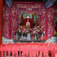 Пекин, действующий храм на территории олимпийского парка :: Сергей Смоляр