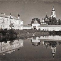 На монастырском пруду :: Николай Белавин