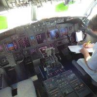 Кабина  B 737 NG на стоянке. :: Alexey YakovLev