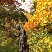 Осенняя дама. Екатерининский парк :: Наталья