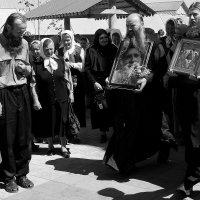 Крестный  ход на  Троицу  в  Храме Успения Пресвятой Богородицы. (Пенза) :: Валерия  Полещикова