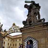 У ворот Королевского дворца :: Николай Ярёменко