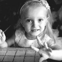 Дочка, сколько тебе годиков?))... :: Сергей Гойшик