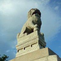 Китайский лев на набережной Невы. (Санкт-Петербург) :: Светлана Калмыкова
