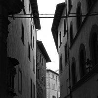 переулок у дома... :: M Marikfoto