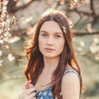 Девушка в саду :: Diana L.