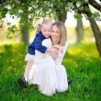 Материнские руки - воплощение нежности... :: Элина Курмышева