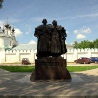памятник Петру и Февронии (символ супружеской верности) :: Виктор Замятин