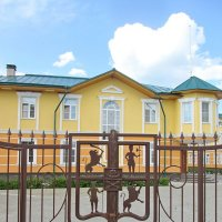 Герб на воротах. :: Михаил Попов
