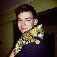 Портрет молодого человека с кошкой :: натальябонд бондаренко