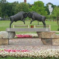 Памятник - скрижаль для твердолобых. :: Николай Карандашев