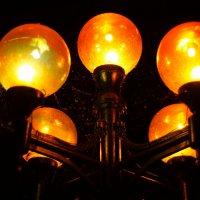 Уличный фонарь :: Юрий Новичков