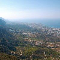 Замок Св.Иллариона. Вид на остров с замка на Северный Кипр. :: Наталья Ванчикова