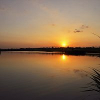 сідає сонце край села :: Наталия Рой