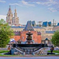 Москва. Водоразборный фонтан на площади Революции. :: Виталий Лабзов