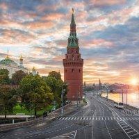 Башня древнего Кремля :: Юлия Батурина