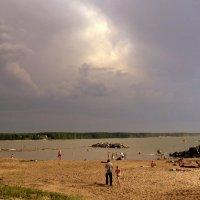 На пляже , перед грозой. :: Мила Бовкун