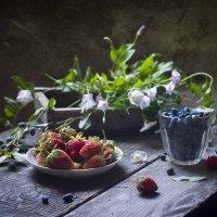 Первые ягодки. :: Оксана Евкодимова