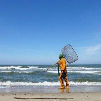 Балтийский берег. Ловец янтаря... :: Murat Bukaev