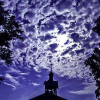 Небо над храмом :: Павел Крутенко