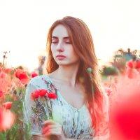 Наташа и маки :: Алёна Найдёнова
