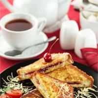 Завтрак с гренками :: Ирина Лепнёва