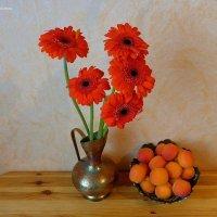 Кувшин с герберами и абрикосы :: Nina Yudicheva
