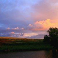 Тёплой музыкой нежности небо раскрасил закат ... :: Евгений Юрков