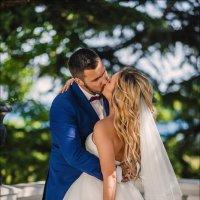 Говорят, во время поцелуя влюблённые обмениваются душами... :) :: Алексей Латыш