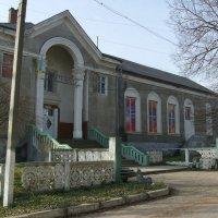 Бывший  дом  культуры  в  Городенке :: Андрей  Васильевич Коляскин