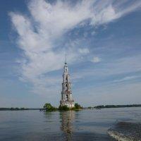 Колокольня в Калязине - одинокий памятник святости....... :: Galina Leskova