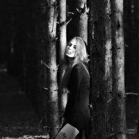 Девушка в лесу 2 :: Пашка Соловьев