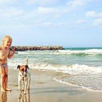 Внучка, море, пёс :: Марина Протасова