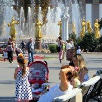ритмы города у фонтана :: Олег Лукьянов