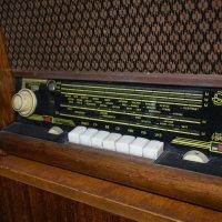 Мне шёпот старой радиолы поведал о былом,забытом ... :: A. SMIRNOV