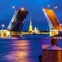Дворцовый мост :: Valerii Ivanov